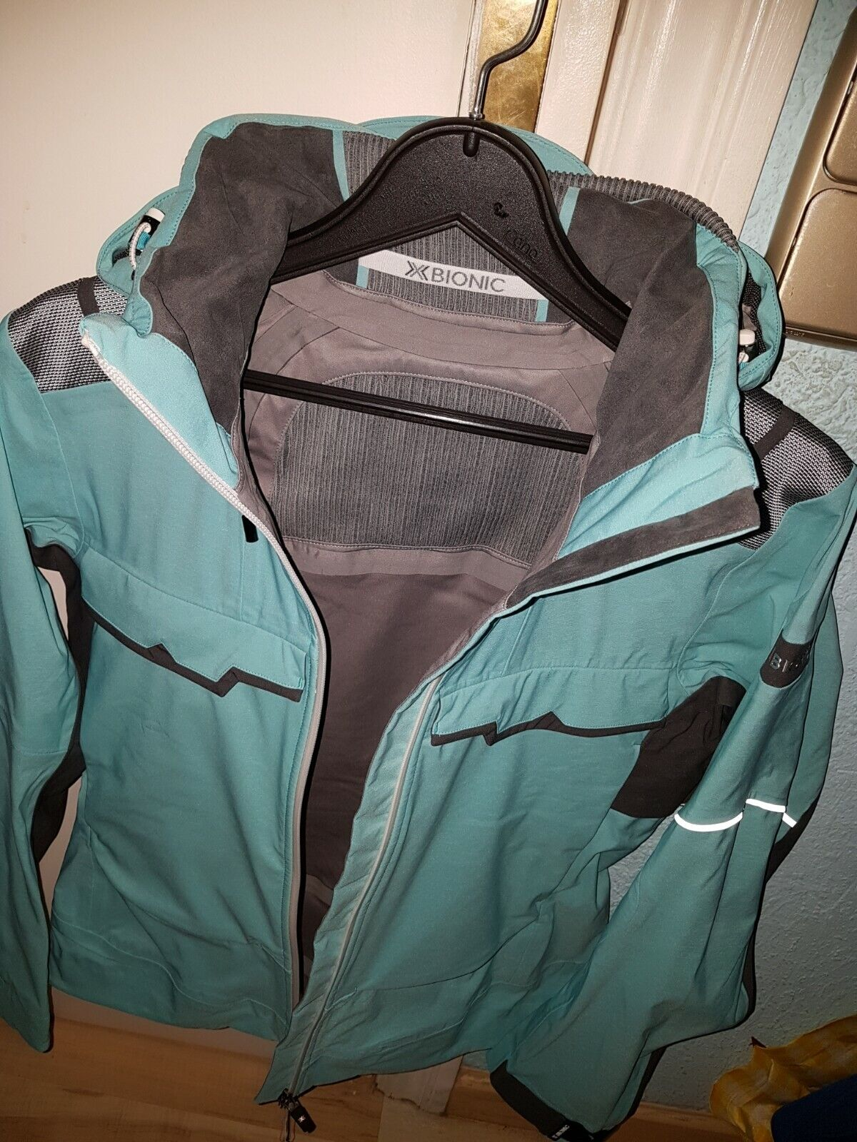 Xbionic chaqueta verde muy  completa T.44  las mejores marcas venden barato