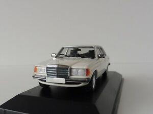 Mercedes-Benz-230E-182-Blanco-1-43-maxichamps-940032201-por-Minichamps-W123