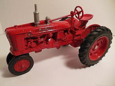 Metal Farm Tractor ERTL Red Tractor McCORMICK FARMALL Diecast 9690