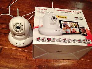 Foscam-F19821W-Security-Camera-baby-monitor-Wi-Fi-iPhone-Ipad-video-sound-NEW