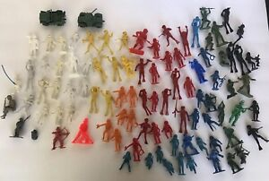 VINTAGE-MIXED-LOT-TOY-SOLDIERS-SCUBA-DIVERS-INDIANS-COWBOYS-FIREMAN-TOYCO-OTHERS
