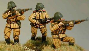 SHQ RN03 1//76 Diecast WWII Romanian Riflemen-Three Advancing