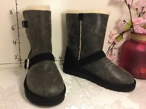 c84f42af0cf Details about S#3 UGG Classic Short Dylyn Genuine Sheepskin Boots Suede  1094331 Size 5