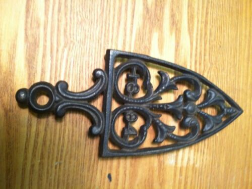 Vintage Cast Iron Trivet Wilton 1894 cast in 8 58'' X 3 34'' 78'' Tall