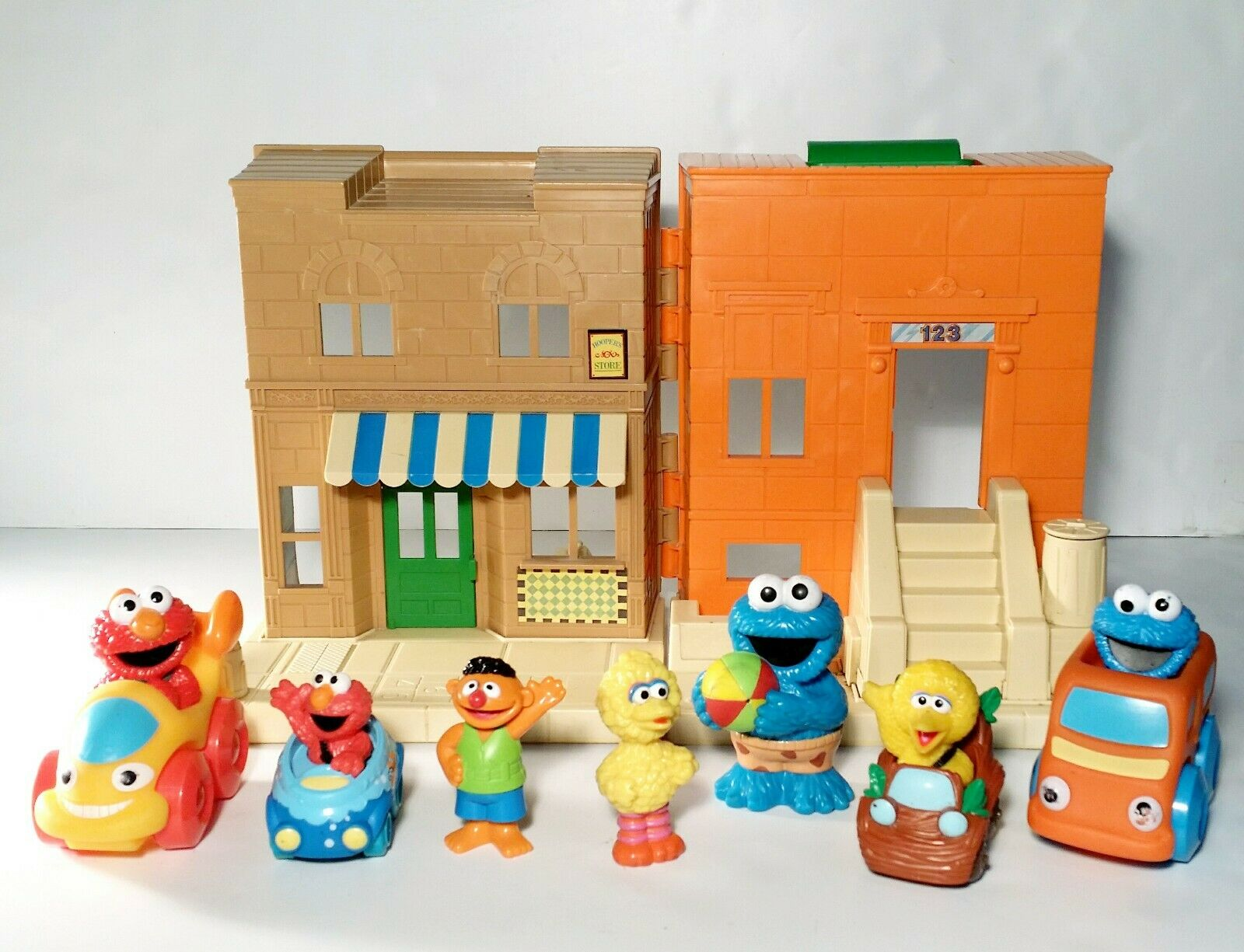 Vintage Vintage 1984 Sesame Street Hoopers Store Lot w  7 Figures Cars Elmo Big Bird