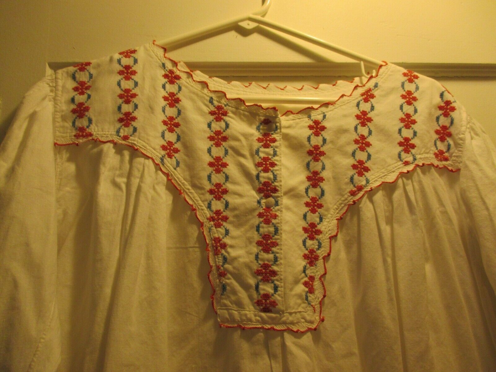 ANTIQUE VICTORIAN EDWARDIAN WHITE NIGHT GOWN RED … - image 2