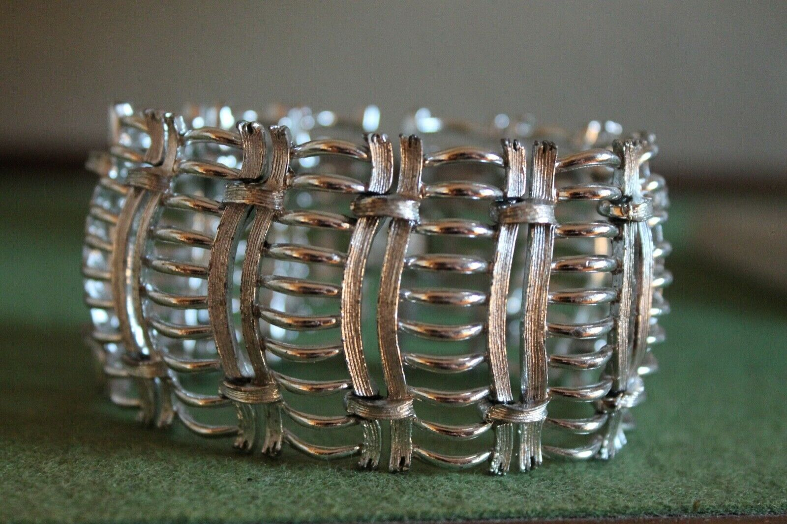 Lisner 1950s Large Crystal Bracelet and Screw Earrings Signed Authentic Jewellery Set