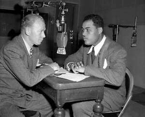 OLD-CBS-RADIO-PHOTO-Heavyweight-Boxer-Joe-Louis-at-the-microphone-2