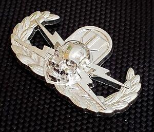 Basic EOD Explosive Ordnance Disposal Metal Badge Insignia Silver Oxide Pin