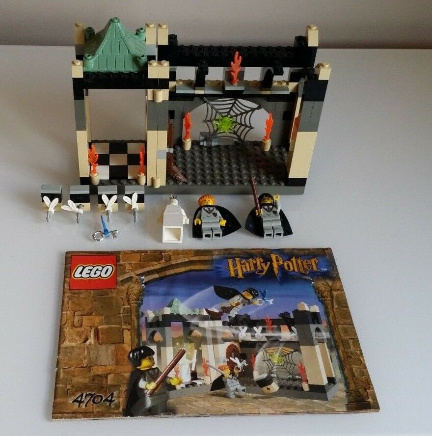 LEGO Harry Potter The Room of the Winged Keys 4704 wth mini figures instructions