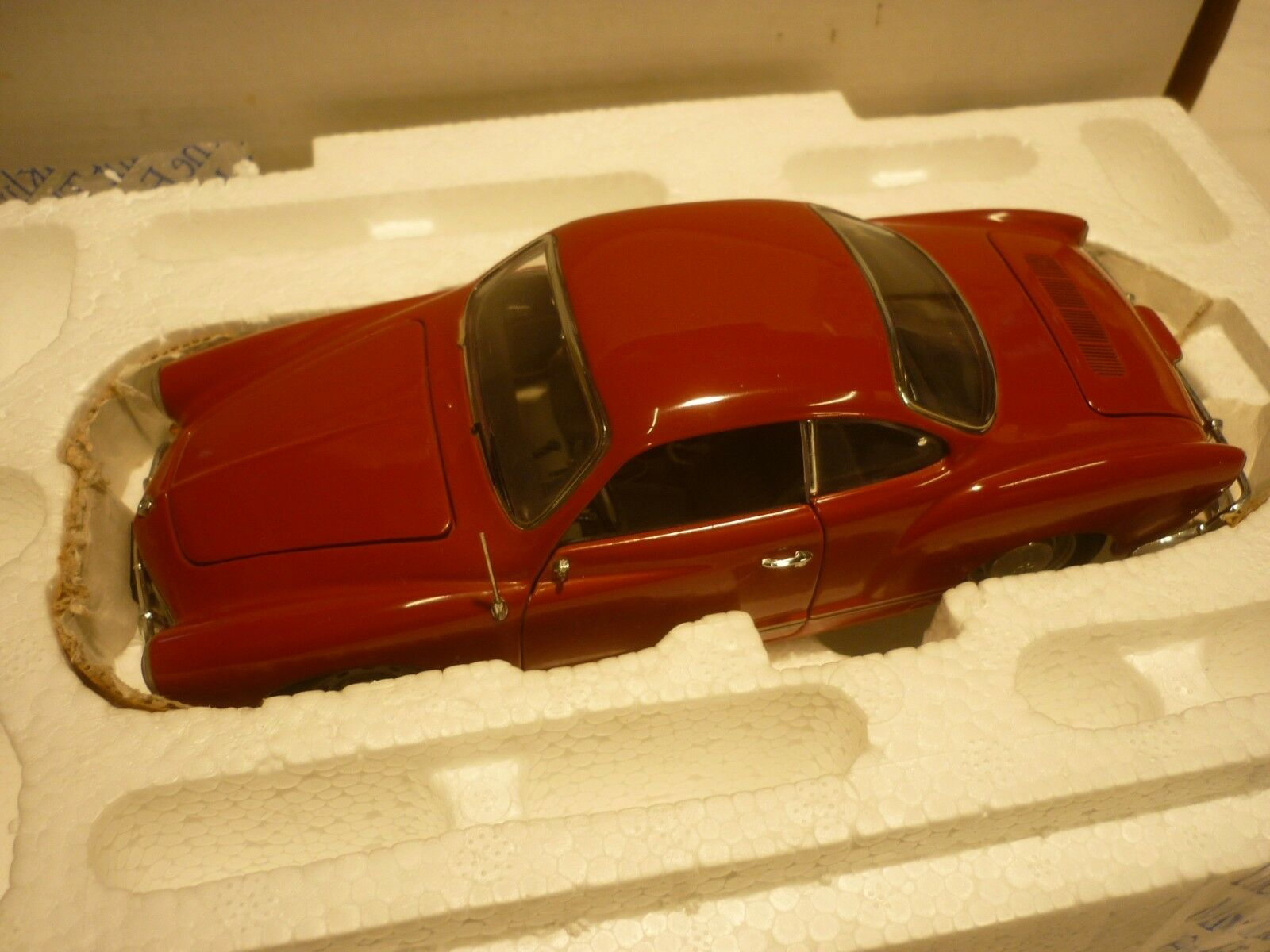 A Franklin mint scale model car of a 1967 Volkswagen karmann GHIA, boxed