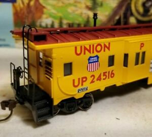 HO-Athearn-Union-Pacific-caboose-car-for-train-set-New-RTR-series-74685