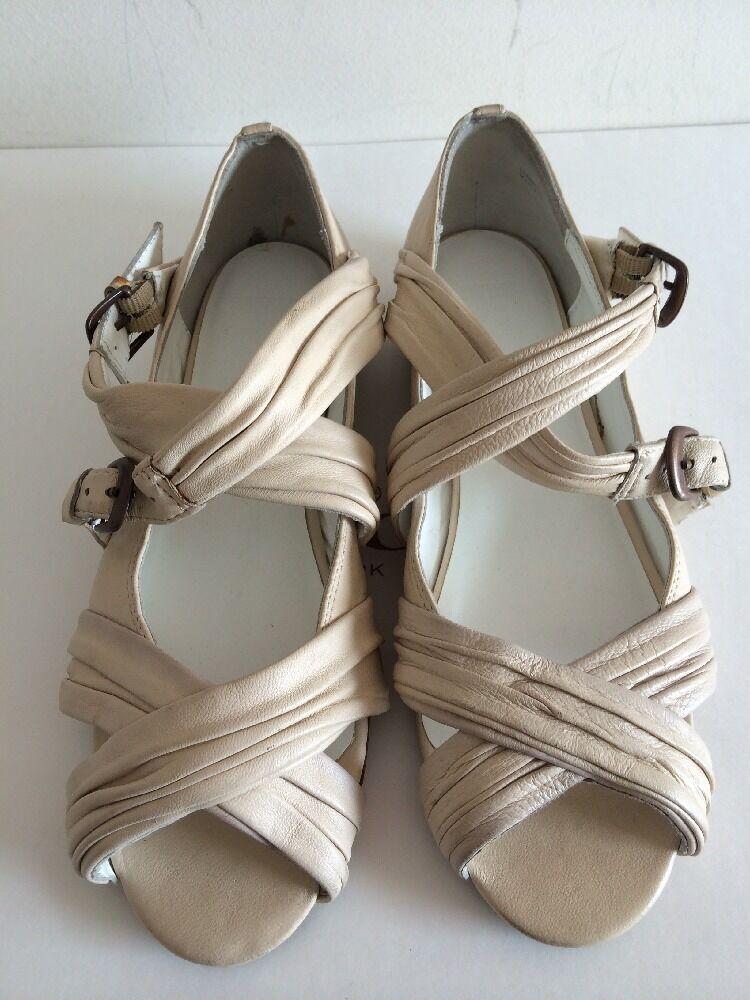sconto di vendita NEW JOE'S Beige Beige Beige Ladies Sandals Leather Sole 7.5M Flats  vendita scontata