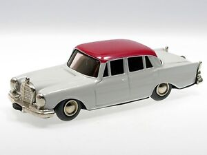 Schuco-Micro-Racer-Mercedes-220-S-grauweiss-rotes-Dach-101A
