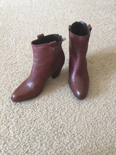 NIB Stuart Weitzman HIPGALChocolate calf leather Stacked heel Back zipper  7 8.5