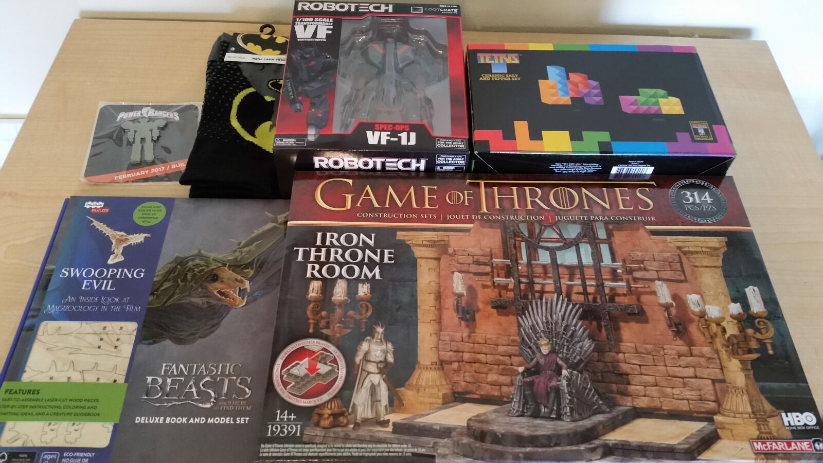 Loot Crate DX 2017 Build Build Build Complete Game of Thrones, Fantastic Beasts, Robotech a15976