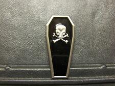 Pin Sarg Totenkopf - 5 x 2,5 cm