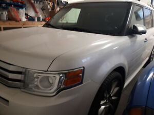 2011 ford flex awd 7 passenger 14200km $10100 4034019795