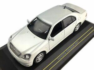 Toyota-CELSIOR-2001-escala-1-43-por-43-primeros-modelos