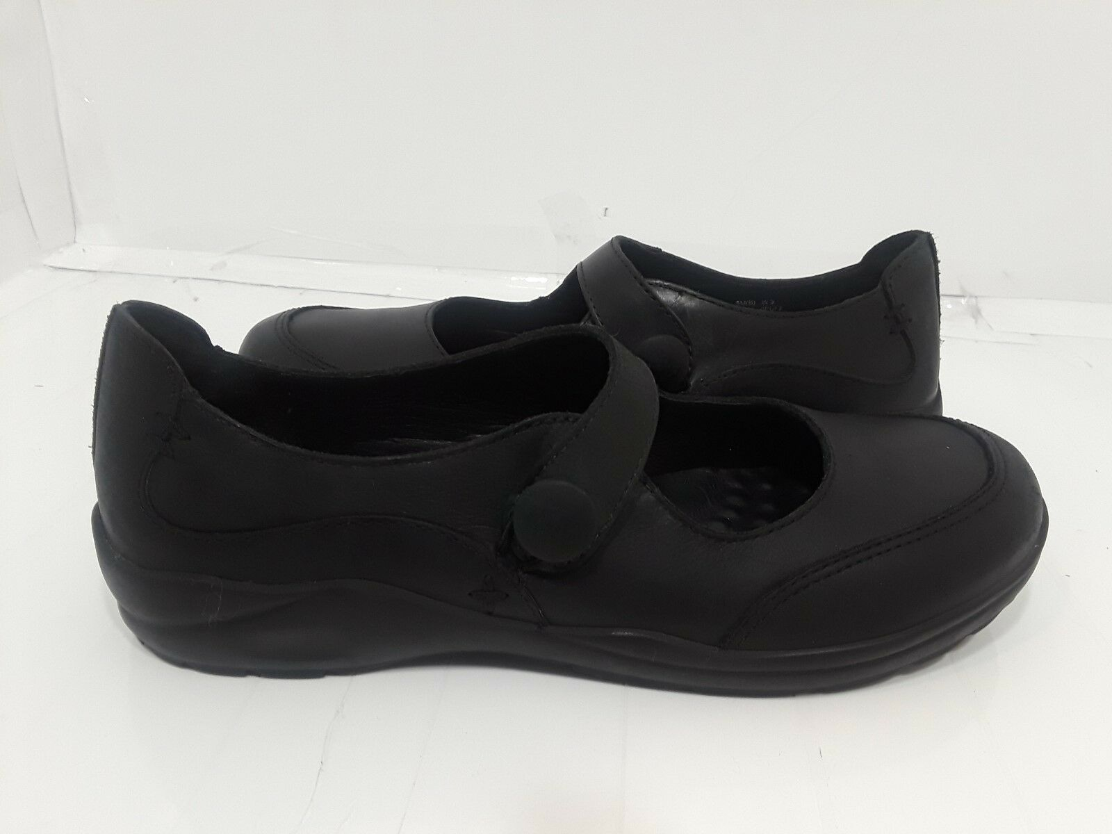 Women's L.L. Bean Shoes Black Leather slip-on loafers Size 8M
