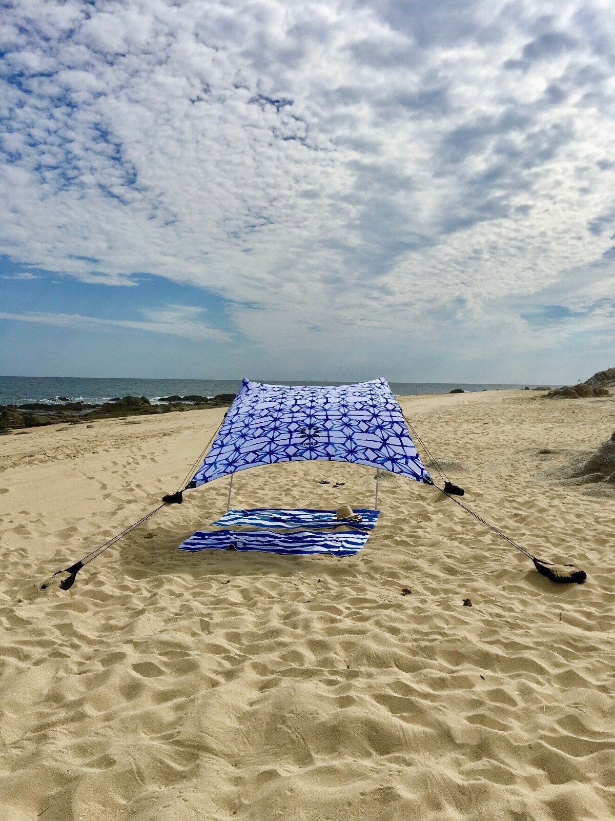 Neso Neso Neso Tents Beach Tent with Sand Anchor, Portable Canopy Sun Shelter (Shibori) 99ffd4