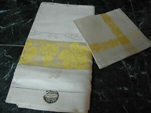 VTG CZECHOSLOVAKIA IVORY LINEN w YELLOW BORDER GRAPES & LEAF TABLECLOTH &NAPKINS