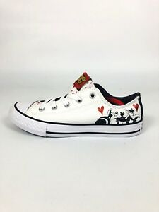 ce2e1eb13f3b Looney Tunes Converse All Stars Sneakers White Style  361180F Youth ...