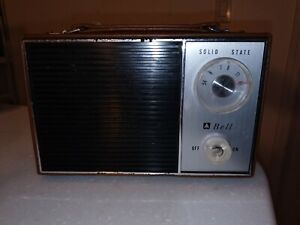 Vintage Bell Solid State 6 Transistor 2 Diodes Radio Portable Leather Case