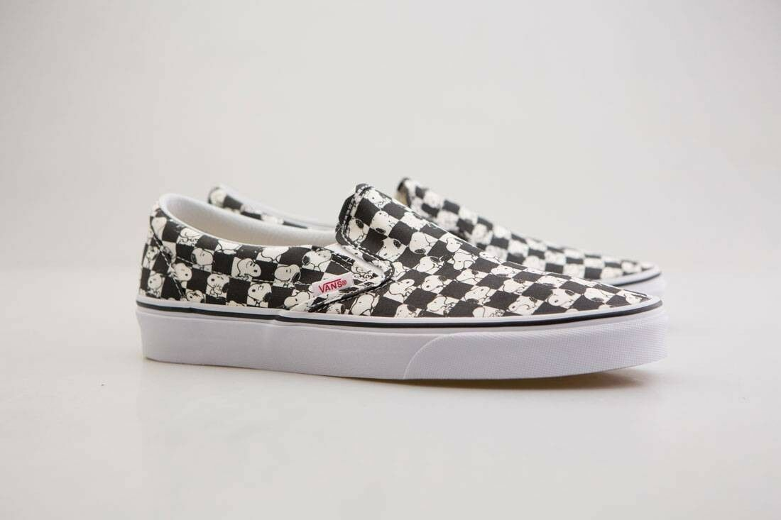 VN08F7QQO Vans x Peanuts Peanuts Peanuts Men Classic Slip-On - Snoopy black checker 0e2819