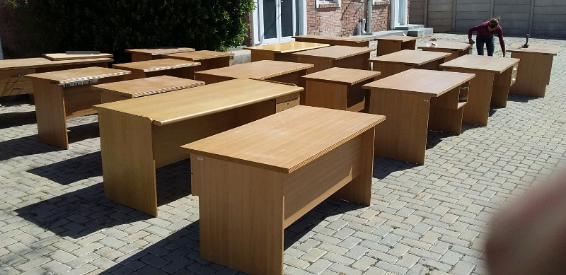 PLENTY OF DESKS FOR SALE FROM R490 TO R1290