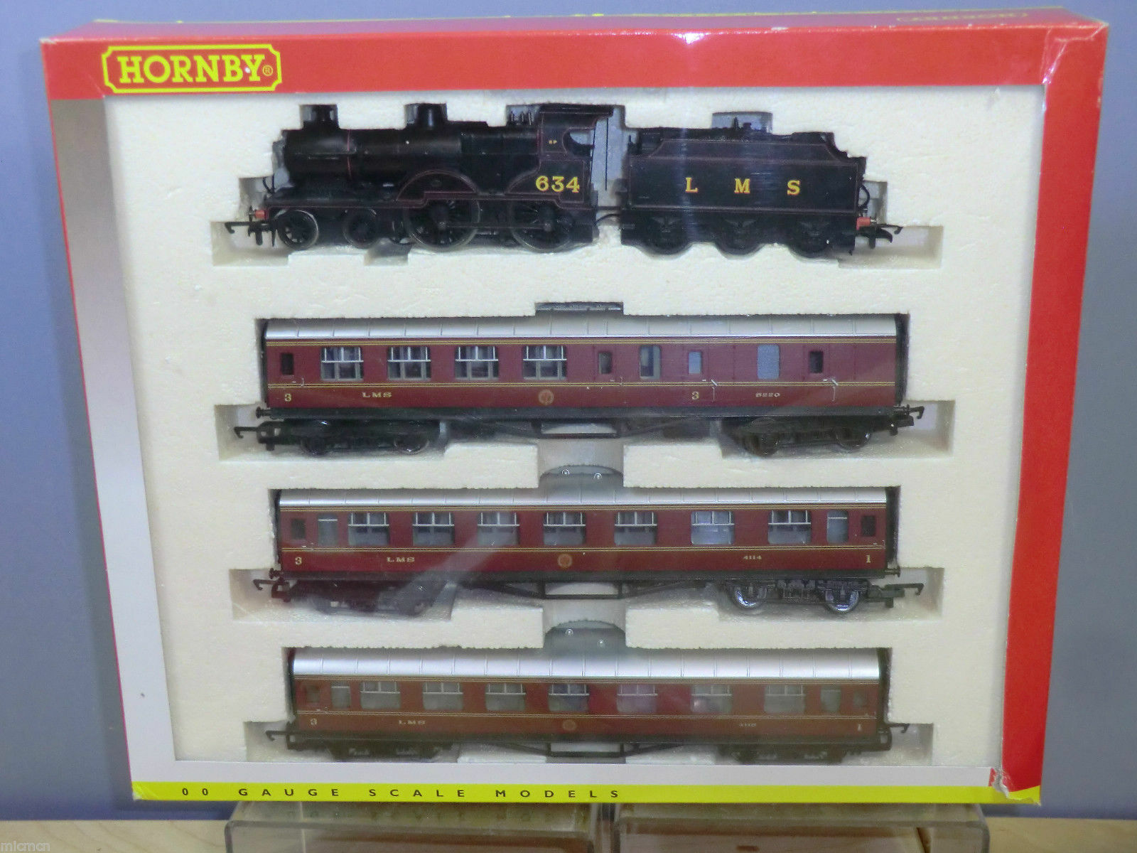 Hornby R2172 LMS 4-4-0 Class 2P Locomotive Train Pack,  in OO Gauge
