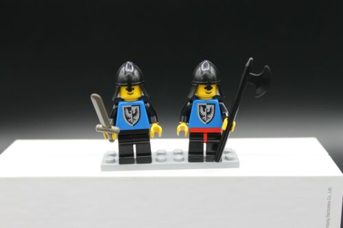 2 Lego Vintage Black Falcon Knights Minifigures 1980/'s with accessories Axe B