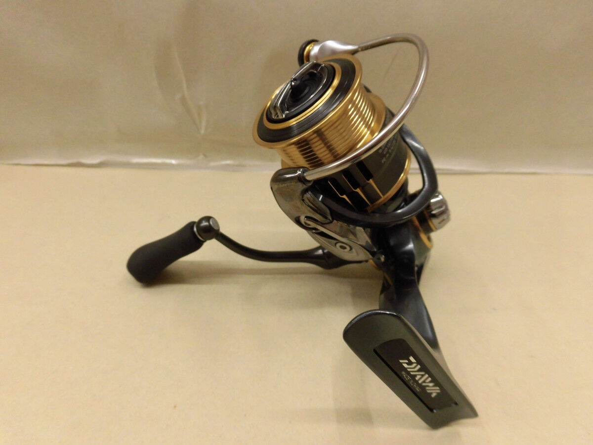 Daiwa Spinning  reel 17 Theory 2004H  great offers