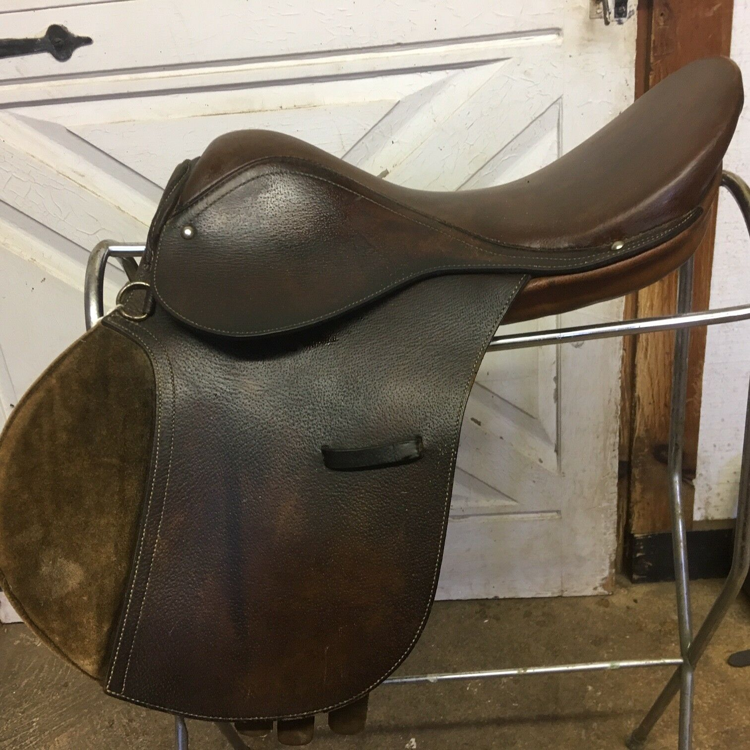 ROSSI CARUSO  English HUNT-JUMP Saddle YOUTH 16  Medium TREE  Leather KNEE ROLLS  order now