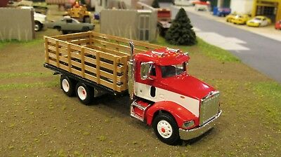 SPECCAST#33690 RED WHITE PETE 385 SEMI CAB TANDEM AXLE STAKEBED TRUCK 1:64// MTB