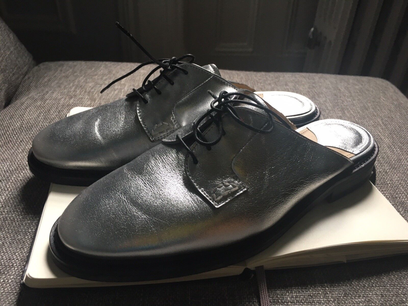 NEU   Theory Metallic Silver Loafers Schuhes