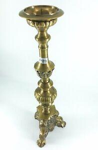 Candelabro-in-ottone-satinato-da-chiesa-con-puntale-portacero-cattadrale-altare