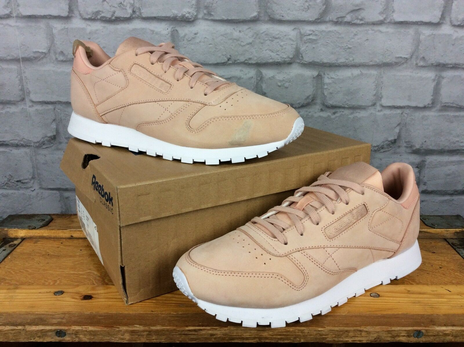 REEBOK LADIES UK 7 1/2 EU 41 NEUTRAL PINK LEATHER SUEDE SUEDE LEATHER CLASSIC TRAINERS cf6b52