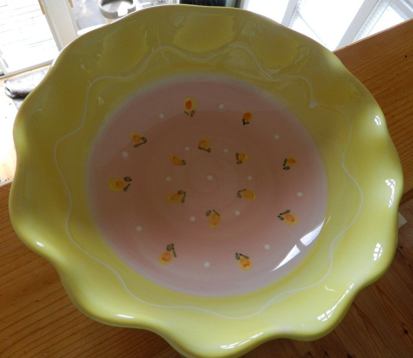 Deruta Scalloped Serving Bowl, Handpainted and Made in -Yellow & Pink