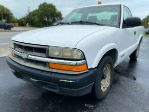 2000-Chevrolet-S-10-Base-2dr-Standard-Cab-SB-Pickup-Truck-2-Door