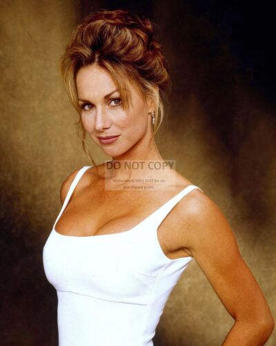 8X10 PUBLICITY PHOTO DD637 DEBBE DUNNING ACTRESS AND MODEL TOOL TIME GIRL