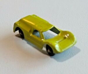 """Vintage TootsieToy Ford GT Lime Green Diecast Toy Car USA 2 1/8"""" Long 8528"""