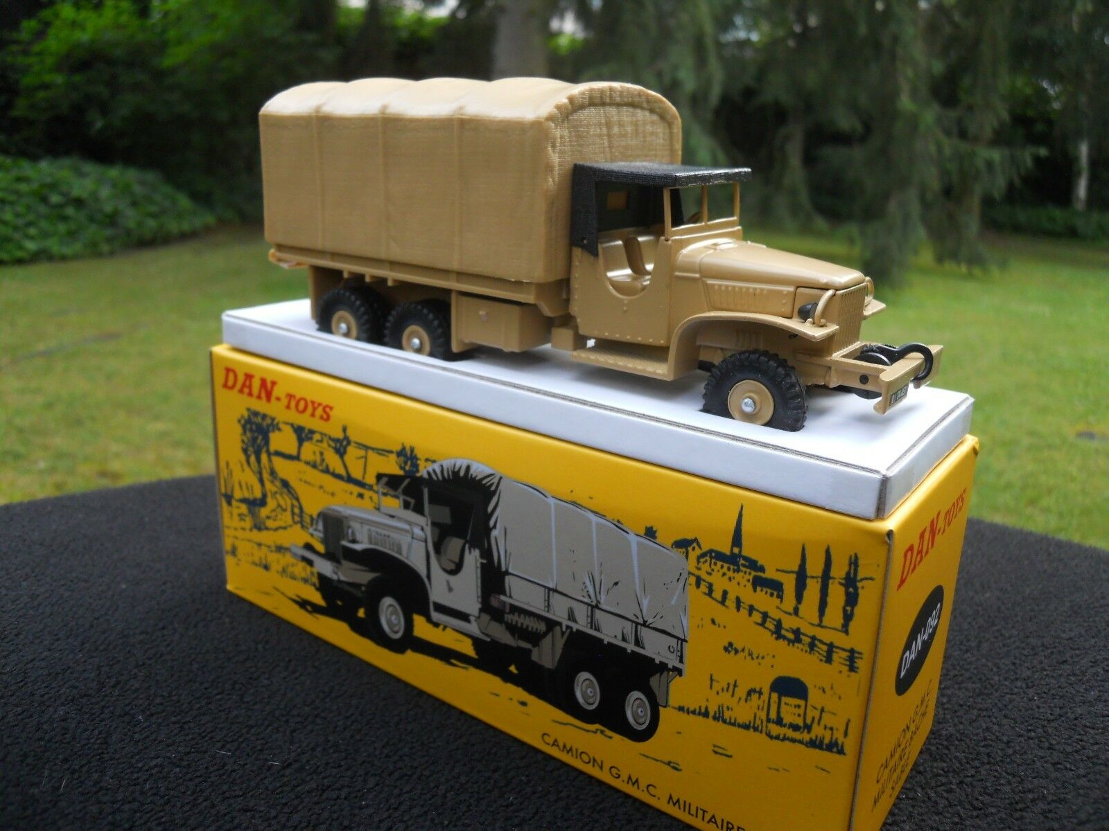 VEHICULE MILITAIRE DAN TOYS 092 GMC BACHE COULEUR SABLE  MINT IN BOX