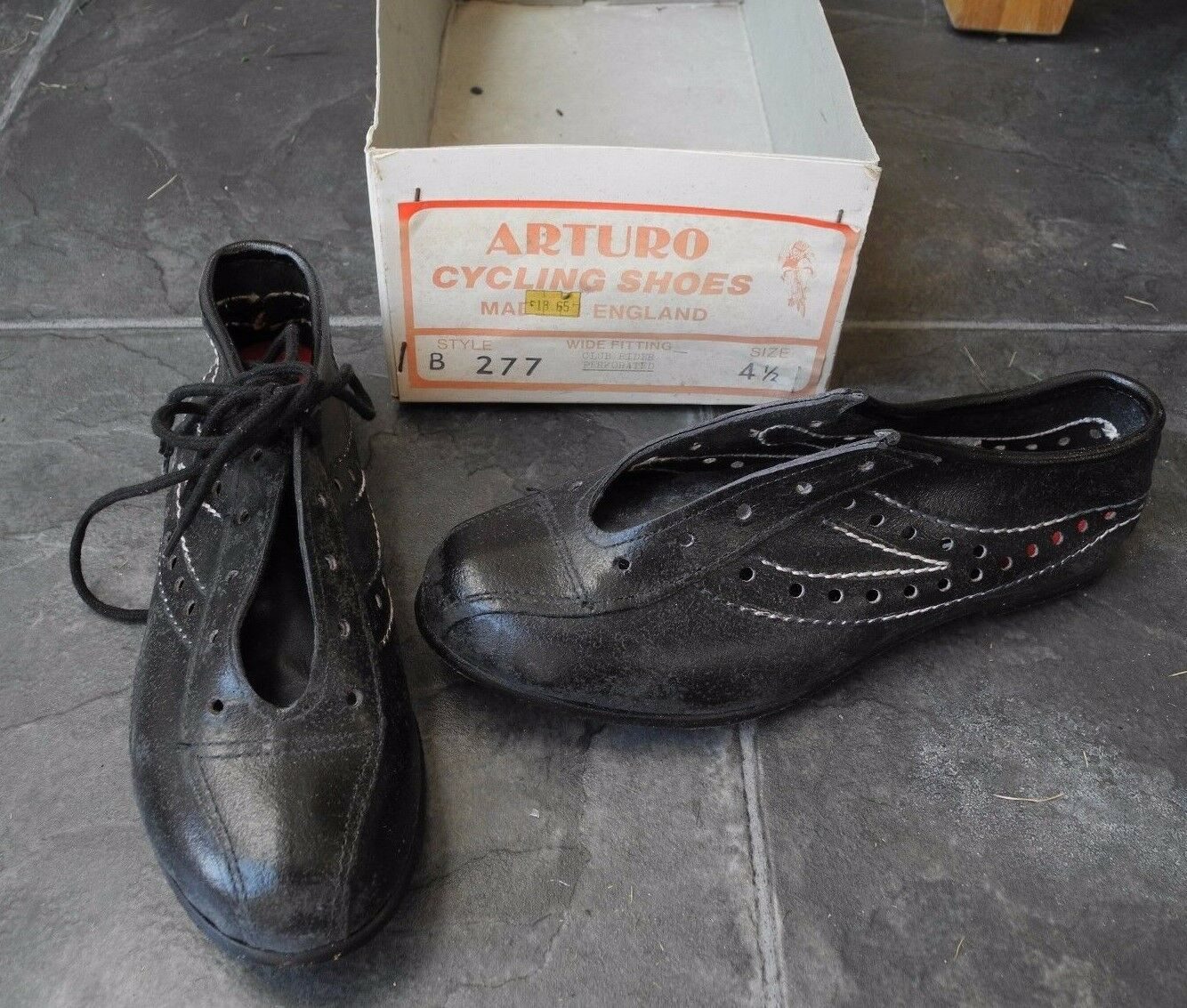 Arturo leather Cycling shoes, size 4 1 2, vintage NOS