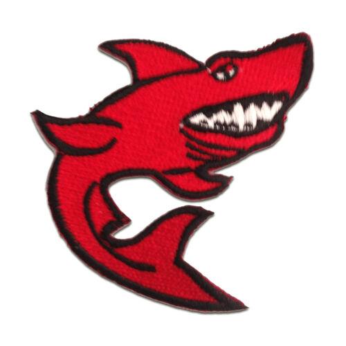 Aufnäher // Bügelbild 7.6 x 8 cm rot Hai Tier Patches Aufbügeln