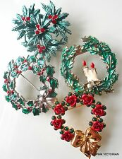 (4)pc LOT Vintage to MODERN CHRISTMAS WREATH & HOLIDAY HOLLY pin collection A9