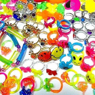 """100 pcs GIRL Rings Bracelet Hair Clip fit for 2/"""" Capsule Vending Machine Pinata"""
