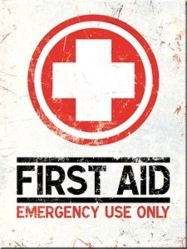 First Aid Emergency Only Magnet  6x8 cm 14267  Kühlschrankmagnet Schild Sign