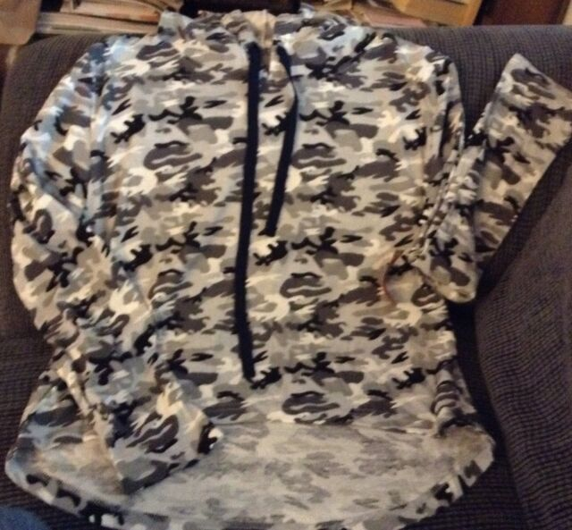 NWT Wallflower ladies XL hooded long sleeve Lounge Top Greys Camouflage