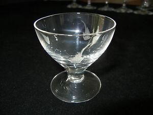 cognac-glas-con-decorazioni-raramente